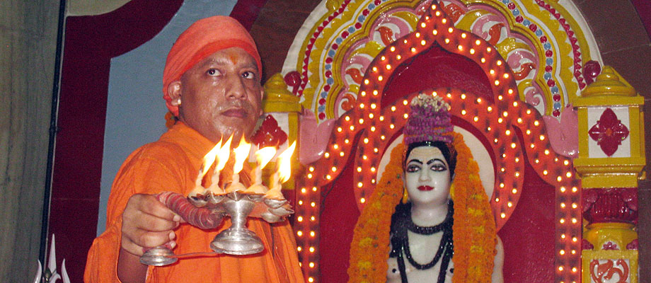 Mahanth Yogi Adityanath Worship Pooja Photos for free download